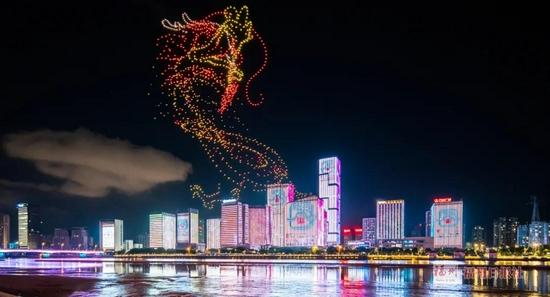 巨龍騰飛!世界遺產現身中國福州上空!