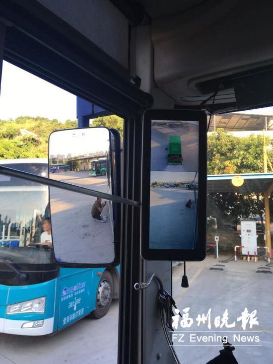 """福州公交安装""""秘密武器"""" 可减少公交司机的视线盲区"""