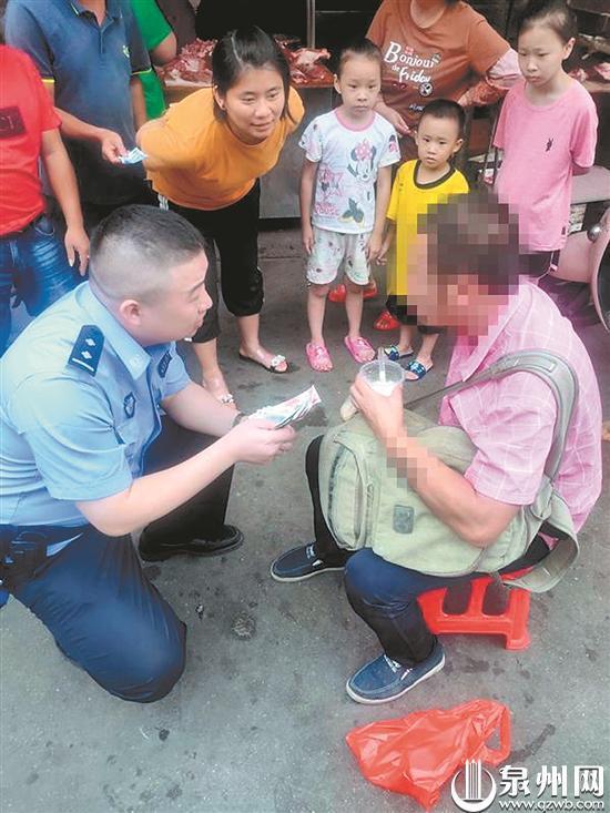 断臂男子饿晕路边 民警群众携手救助