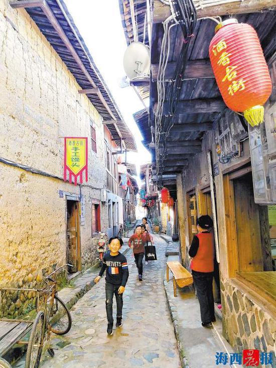 黄坂古街经过改造提升后,有了更多的商机.