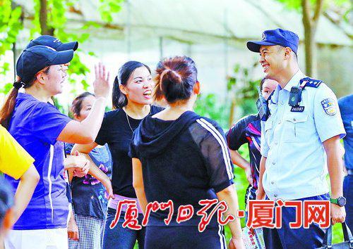 林恒伟把社区当家,常与居民聊天,了解社区最新动态。