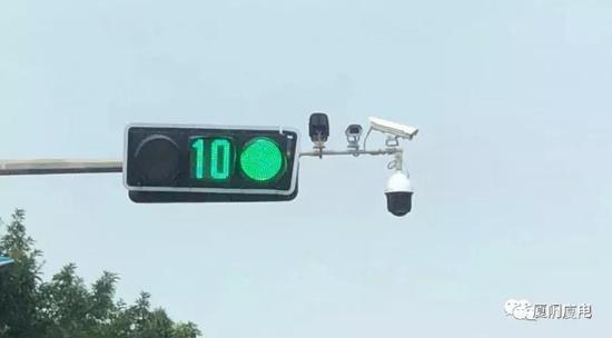 厦门新增多套自动抓拍监控 拍到闯红灯罚500元记6分