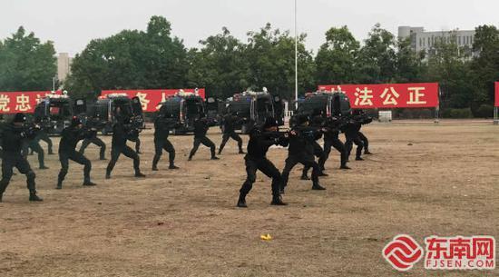 福建公安冬季实战大练兵汇报演练 场面火爆震撼