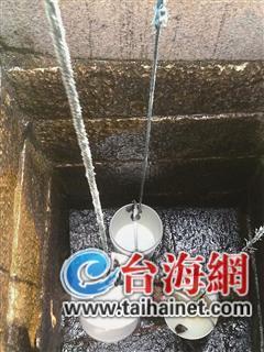 ▲村里唯一可以取水的老井已经见底了