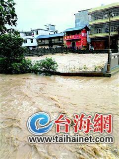 ◆长汀县新桥镇河水漫过河堤