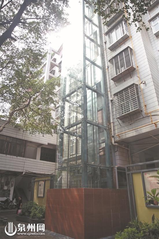 旧楼加装电梯,方便了高楼的住户。