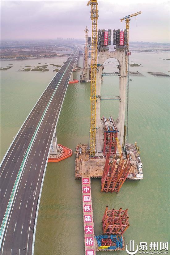 福厦高铁安海湾特大桥主塔封顶 预计明年7月实现合龙