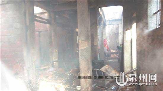 过火后,屋内损毁严重。