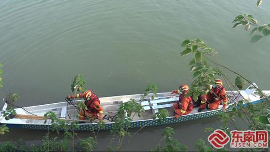 三明沙縣:六旬老人跌落河邊 消防緊急救援