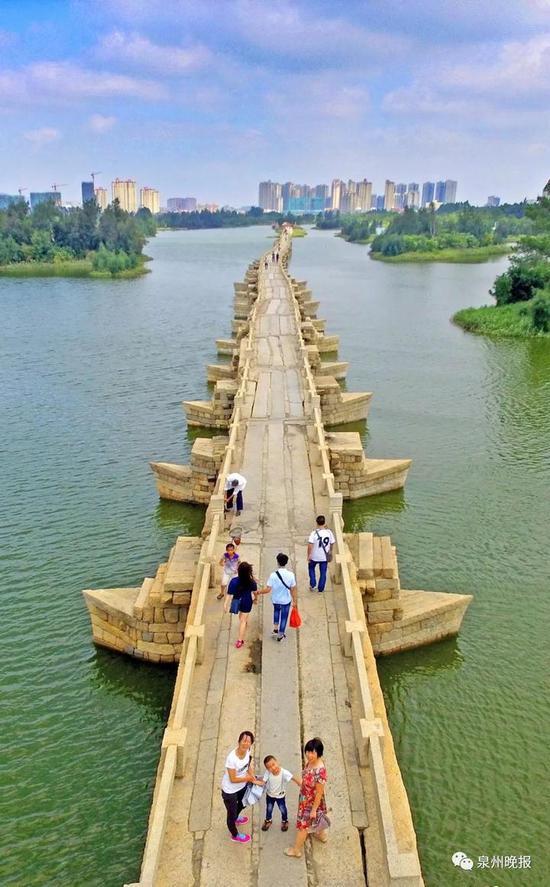 安平桥是中国现存古代最长的石桥,是古代汉族桥梁建筑的杰作。(陈起拓 摄)