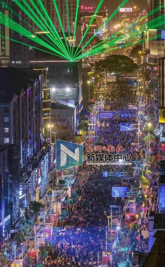 """2018年3月2日,东街口商圈举办""""欢乐闹元宵""""活动。雷永辉 摄"""
