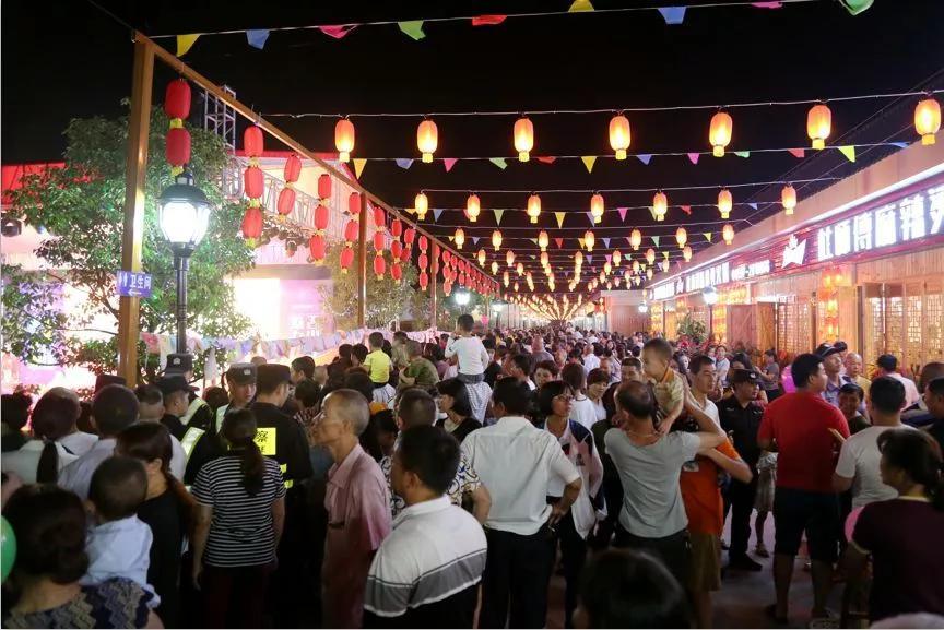 龙岩美食夜市文化广场人头攒动