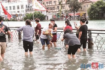 """沙坡尾变身东方""""威尼斯"""" 厦门天文大潮还将持续两三天"""