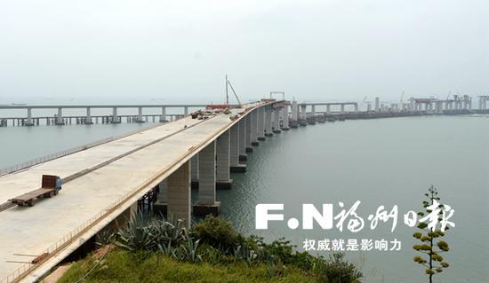 长平高速松下跨海特大桥桩基即将全部完成。