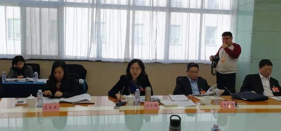 """全国政协委员、福建台联会长江尔雄在分组讨论会上对""""两高""""报告发言"""