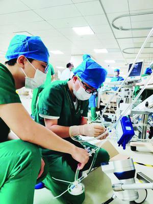 厦门:突发羊水栓塞的产妇已醒 社会各界捐出2.4万毫升血液