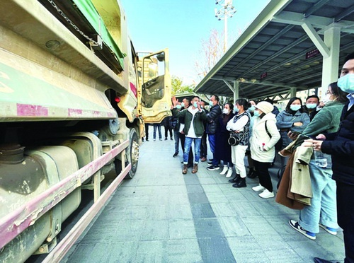 12日的推进会上,与会代表纷纷为大货车盲区监控系统点赞。