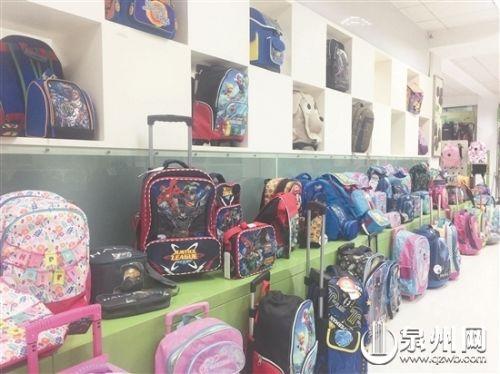 泉州包袋成为全国电商企?#30331;?#25163;货源 (刘倩 摄)