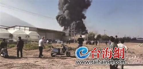 漳州一工厂着火现场浓烟滚滚
