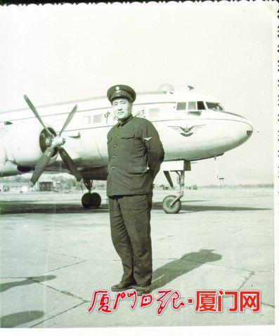 23岁就当上民航机长。