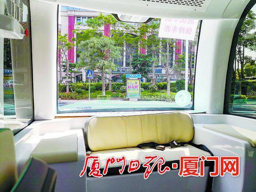 金龙·阿波龙车厢内只有座椅。