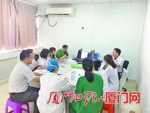 二院多学科的专家们在讨论术前方案。
