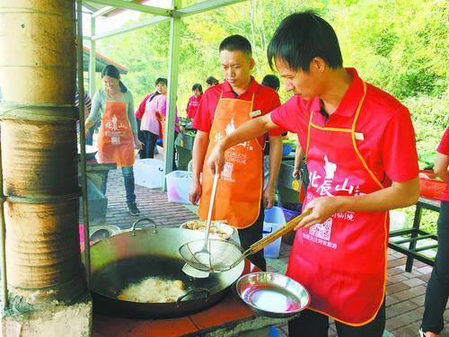 到北辰山自己动手做一顿大锅饭。