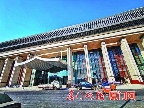 ■主场馆整体外观既庄重大气又极具地方特色。