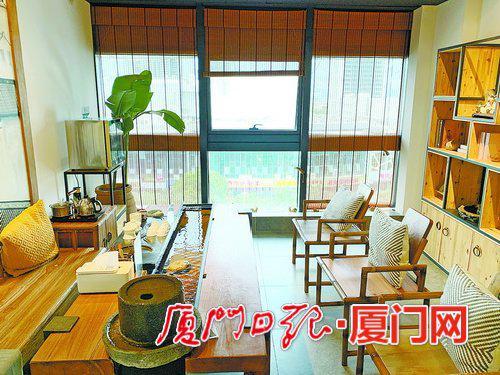 位于湖里区万达写字楼内的一家共享茶室内景。