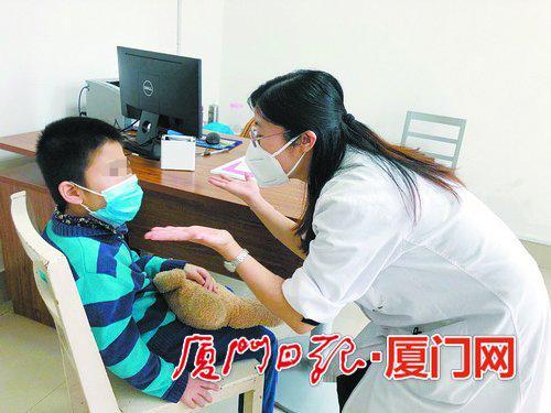 孩子1岁不讲话不看人 厦门专家提醒:可能得了自闭症