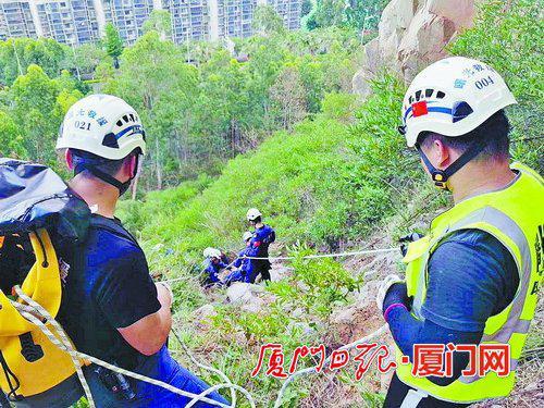 仙岳山一男子攀上悬崖吞安眠药欲轻生 救援队火速营救
