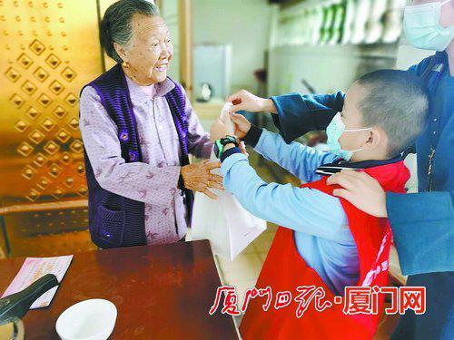 厦门多个街道社区举办敬老活动 营造关爱老人浓厚氛围