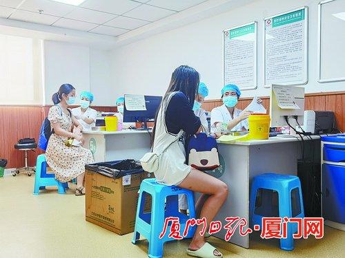 廈門昨日起逐步恢復新冠疫苗接種服務 各接種點現場秩序井然