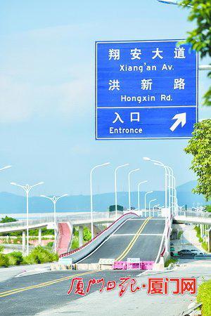 同翔大道部分路段具备通车条件。 (记者张江毅摄)