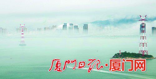 昨日上午,平流雾把海沧变成仙境。(通讯员谢勤摄)