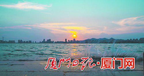 气温转热,夕阳的色彩也变得浓郁不少。(本报记者 林铭鸿 摄)