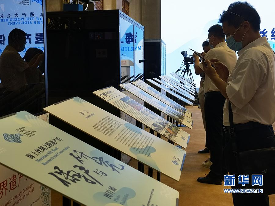 边会现场举办了海丝图片展。新华网 刘丰 摄