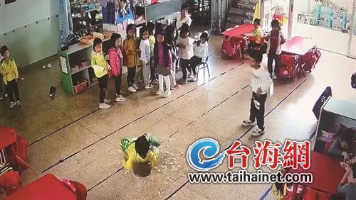 漳州一男童就餐时跌坐滚烫汤桶 造成重度烫伤
