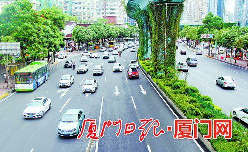 机动车道重新摊铺沥青后的厦禾路,行车舒适性大大提升。