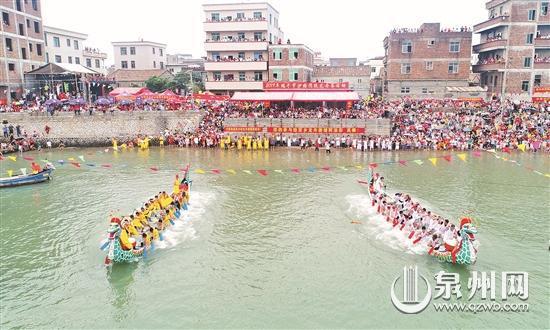 精彩的龙舟赛吸引了众多观众