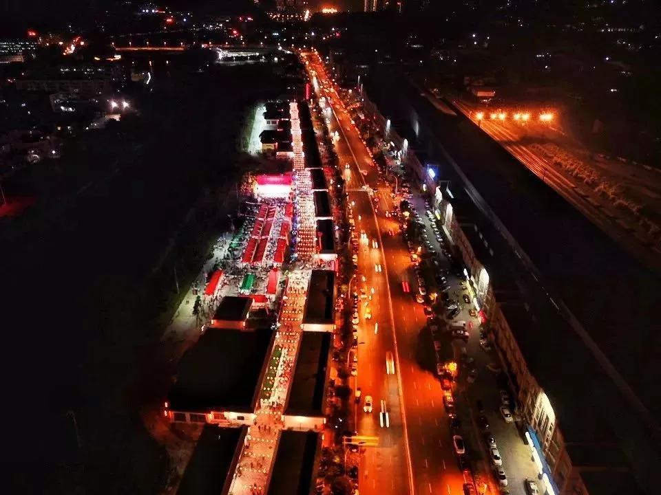 龙岩美食夜市文化广场灯火通明