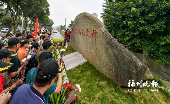 解放福州纪念碑落地仓前公园。