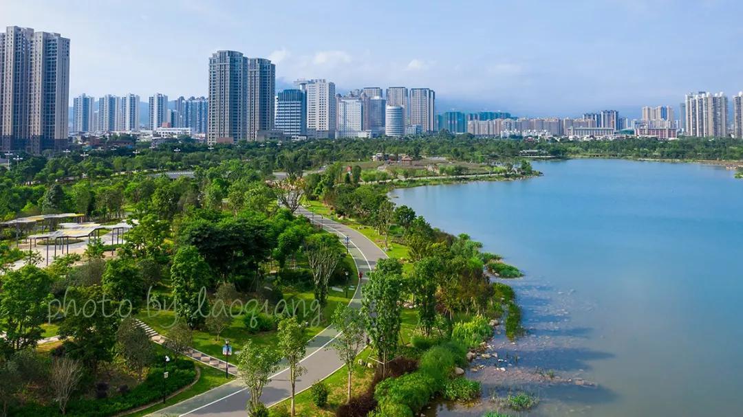美丽的龙津湖公园| 郑献兴 摄