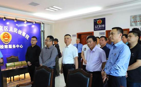 龙文检察:18位代表、委员和民营企业家参加漳州龙文检察放日活动