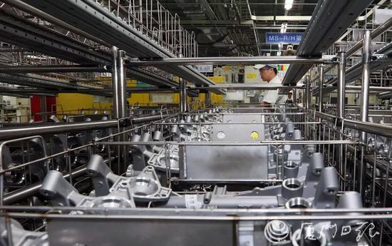 捷太格特转向系统(厦门)有限公司生产线一角。(厦门日报记者 郑晓东 摄)