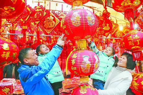 老手艺、传统民俗具有永久的魅力,受到市民的喜爱。(记者 姚凡 摄)