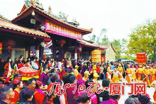 香山岩庙会热闹非凡。(张天骄摄)