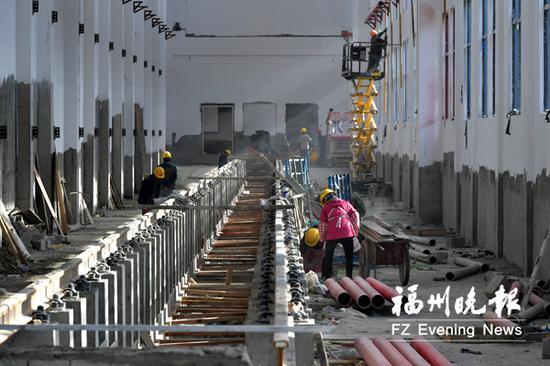 地铁2号线鼓山车辆段检修库车台铺装。