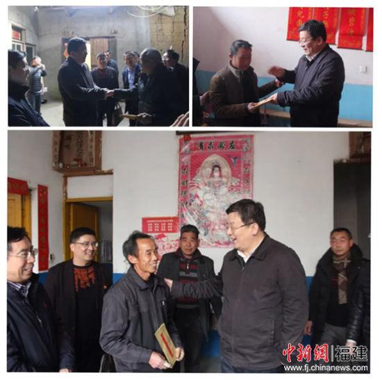 黄莼慰问两村低保户和百岁老人,并送上慰问金。魏兴福摄