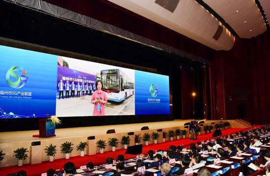 中国电信5G应用试验不断拓展 福建首辆5G公交车亮相